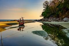 Low tide, Kata beach (Vest der ute) Tags: thailand xt20 sky sea boat trees beach river rocks landscape seascape fav25 fav200
