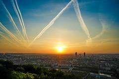 (Laetitia.p_lyon) Tags: fujifilmxt2 lyon leverdujour leverdusoleil sunrise ville city ciel sky