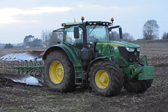 John Deere 6195R Tractor with an Amazone 5 Furrow Plough (Shane Casey CK25) Tags: john deere 6195r tractor amazone 5 furrow plough jd green fermoy traktor trekker tracteur traktori trator ciągnik ploughing turn sod turnsod turningsod turning sow sowing set setting tillage till tilling plant planting crop crops cereal cereals county cork ireland irish farm farmer farming agri agriculture contractor field ground soil dirt earth dust work working horse power horsepower hp pull pulling machine machinery nikon d7200