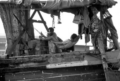 Boat people forever (gerard eder) Tags: world travel reise viajes asia southeastasia thailand bangkok khlongs boats boote barcas bw blackandwhite blancoynegro sw people peopleoftheworld monochrome boatpeople outdoor