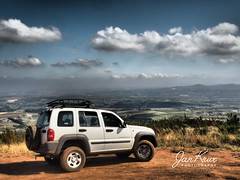 On The Top... (jan-krux photography - thx for 3 Mio+ views) Tags: jeep cherokee sport liberty 37l 4x4 4x4trail helderberg somersetwest capetown kapstadt westerncape westkap fun spass aussicht sight darkscapes landscape landschaft dramatic tone olympus em1 omd clouds wolken cloudporn berg view
