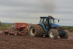 Ford 8770 Tractor with a Vaderstad Rapid Seed Drill (Shane Casey CK25) Tags: ford 8770 tractor vaderstad rapid seed drill cnh nh blue cork city casenewholland newholland spring barley traktor trekker traktori tracteur trator ciągnik sow sowing set setting drilling tillage till tilling plant planting crop crops cereal cereals county ireland irish farm farmer farming agri agriculture contractor field ground soil dirt earth dust work working horse power horsepower hp pull pulling machine machinery grow growing nikon d7200