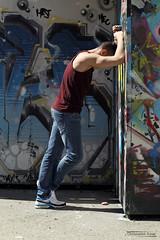 Alan (7) - Gap - Avril 2018 (Le Rêv'elle ateur) Tags: canon eos 6d eos6d canon70200f4 paca hautesalpes gap modèle portrait homme man alan shooting extérieur outside basket trainers débardeur tanktop mur wall tag graffiti skatepark