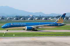 IMG_2958 VN-A864 Vietnam Airlines Boeing 787-8 Dreamliner at Hanoi Noi Bai International Airport on 17 May 20188 (Zone 49 Photography) Tags: aircraft airliner airplane aeroplane may 2018 vvnb han hanoi noi bai noibai international airport vn hvn vietnam airlines boeing 787 788 boeing787 7878 dreamliner vna864