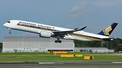 9V-SMF (AnDyMHoLdEn) Tags: singaporeairlines a350 staralliance egcc airport manchester manchesterairport 23r