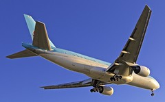 "BCN/LEBL: KoreanAirlines KAL Boeing 777-2B5/ER HL-7526 ""Sunset-Landing"" (Roland C.) Tags: airport barcelona elprat spain aircraft airliner airplane boeing bcn lebl kal korean koreanairlines b777 b772 b772er b7772b5er hl7526 sunset"