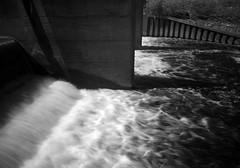 crimpsall sluice gate (Johnson Cameraface) Tags: 2018 april spring olympus omde1 em1 micro43 mzuiko 1240mm f28 johnsoncameraface infrared riverdon crimpsallsluicegate don water monochrome blackandwhite river ir filter
