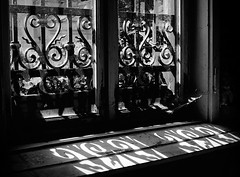 Am Fenster - At The Window (Bernd Kretzer) Tags: fenster window gitter bars schatten shadow