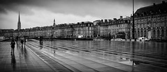Bordeaux, rainy day (1) (Salva Pagès) Tags: blancoynegro blancinegre blackandwhite blancetnoir bordeaux streetphotography street carrer calle francia france frança pluja rain lluvia panoramica ponoramic aquitaine