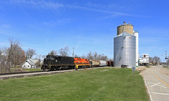 Lennon (GLC 392) Tags: lennon grain silo elevator huron eastern hesr isrr indiana southern emd gp40 gp402w gp402lw 3045 3037 mi michigan needs paint job railroad railway train build buildings down town downtown road grass building sky