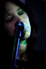 OKIMG_3939 (taymtaym) Tags: singer cantante music portrait ritratto girl lady microphone microfono nathalie giannitrapani