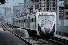 2153次 里山彩繪 (light655) Tags: emu800 taiwan tra trains taichung railroad 台灣 台中 台鐵