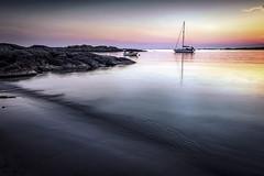5V6A9627_red (Eivind Nielsen) Tags: åkrasand karmøy sunset solnedgang seilbåt boat sailboat beach strand waves ocean water reflection sand