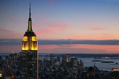 Empire State Building (erichudson78) Tags: usa nyc newyorkcity manhattan midtown empirestatebuilding dusk crépuscule twilight canoneos5d canonef24105mmf4lisusm paysageurbain urbanlandscape skyscraper gratteciel ciel sky skyline sunset coucherdesoleil ville town architecture tour tower