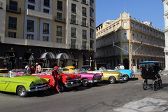 Colorful Classic Cars waiting for tourists (asitrac) Tags: car voiture automobile transportation colors color iconic asitrac vintage oldcar typical old colorful couleurs colourful 52in2018challenge rawcr2 60d eos canon cuba westindies caribbean caraïbes centralamerica americas amériques travel lahabana classiccar parquecentral hav ©asitrac cu 20colourful eo