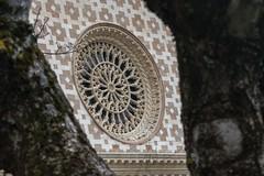 Rosone centrale della Basilica di Santa Maria di Collemaggio (DarioMarulli) Tags: nikon 18105 d3200 italy italia santamariadicollemaggio chiesa basilica abruzzo l'aquila