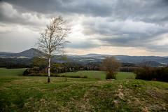 Blick auf die Böhmische Schweiz (Timor Kodal) Tags: europa osteuropa tschechien czech republic böhmische schweiz böhmen spring frühling sky himmel clouds wolken panorama mountain berge dust mist nebel schwaden bäume trees