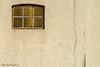 Cracked wall (aenee) Tags: aenee nikond7100 nikkor50mm118d zoutkamp groningen demarne thenetherlands raam window crack scheur dsc3261 20180406 quote spreuk wall muur