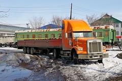 Freightliner FLD 120 SD  C 354 TH 174 (RUS) (zauralec) Tags: курган улица город автомобиль грузовик автопоезд kurgan areawagonrepaircompanyrmc3 врк3 депо вагонное freightliner fld 120 sd c 354 th 174 rus