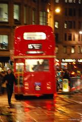 Двоповерховий автобу Лондон вночі InterNetri United Kingdom 0419