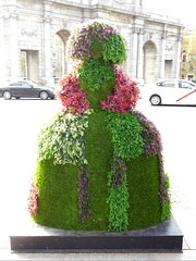 "Menina ""Vertical Garden"" por Antonio Azzato (Madrid) (Juan Alcor) Tags: kymco verticalgarden plazadelaindependencia antonioazzato meninasmadridgallery menina meninas madrid españa spain"