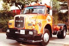 MAN 19-281 Salon de l'Auto Paris 1982 ax (mugicalin) Tags: lkw camion truck germantruck man mantruck années80 1982 couleur boja color farbe kleur orange orangeetbleu orangeandblue blueandorange tuning décoration