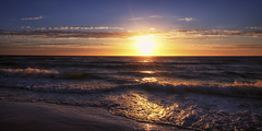 let your light shine upon him (Bec .) Tags: bec canon 80d 1022mm grange beach adelaide southaustralia beauty sunshine sunset water ocean reflection clouds letyourlightshineuponhim ripmark neverforgotten livejesusinourhearts myprayer mourning
