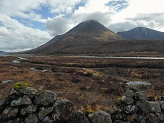 Exploring Sligachan delta, Skye (Alta alatis patent) Tags: sligachan delta skye moors scotland river cullin mountain landscape stone wall