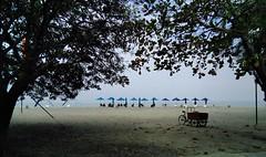 Waiting for the sun (borneirana) Tags: beach playa paisagem paisaje landwirtschaft landscape rodadero