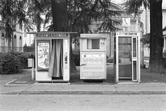Fototessera, Como (sirio174 (anche su Lomography)) Tags: como fototessera foto automatiche fotoautomatiche italia italy photoautomat photobooth canonav1 canon