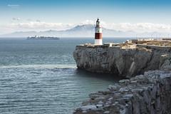 Destino: Puerto de Algeciras. (Miguel Lorenzo Fotografía) Tags: puertodealgeciras algeciras gibraltar estrechodegibraltar mar sea faro lighthuose barco ship rocas rocks maerskline paisaje landscape seascape lucroit polarizador degradado nikond810 nikkor70200