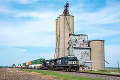 Norfolk Southern; Bement IL; 5/17/18 (Railroad Photographer) Tags: elevator diesel norfolksouthern illinois il ns bement unitedstates us