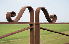 Rusty Old Farm Gate, Great Bricett, Suffolk (James Mans) Tags: nikon d5500 sigma 1750mm 175028 great bricett suffolk england beautifulcountryside countryside rust gate farm metal wood sky grass
