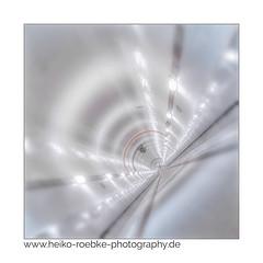 Exzentrisch / eccentric (H. Roebke) Tags: highkey canon1635mmf28lisiii de canon5dmkiv quadrat architecture city colour 2018 lightroom alterelbtunnel hamburg