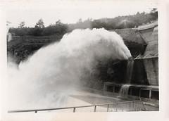 Le barrage de Mervent (Vendée) a été ouvert en 1956... Photo du premier jet d'eau (Henri.Drouin) Tags: france paysdeloire vendée mervent barrage collector