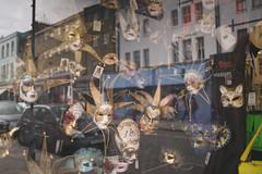 Notting Hill - september 2015 (Lobe occipital) Tags: 2015 england uk 35mm portobelloroad nottinghill kensington chelsea westlondon london londres street londonstreet mask venetianmasks venetian colors