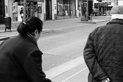 Deux dos (abdelkrim13) Tags: 6min boitier evénements p5042018 streetphoto summitar zeissikonzm dedos lc29 passants personnes street