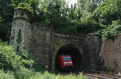 Out of the dark(ness): Lengerichter Tunnel (SurfacePics) Tags: lengerich hasbergen nrw nordrheinwestfalen nordwesten deutschland germany europe europa eisenbahn eisenbahntunnel tunnel tunnelportal portal trainspotting train zug zugverkehr intercity lok locomotive schienen gleise bahn bahnstrecke rollbahn wanneeickelbremen teuto teutoburgerwald db deutschebahn amazing stunning spotting spotter sonyalpha77ii sonyalpha photo foto surfacepics 2018 juni outdoor tumblr instagram