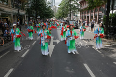 Germany: 2018 Parade der Kulturen held in Frankfurt (mdebets) Tags: chinese chinesedrum europe fjr frankfurt frankfurtyouthcouncil frankfurterjugendring germany hesse hessen paradederkulturen culturaldiversity culture drum entertainment festival nationalcostume nationaldress parade paradeofcultures party percusioninstrument rally social streetparade traditionalclothes traditionaldress deu