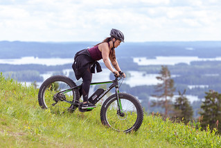 coming downhill with ebike in Tahko