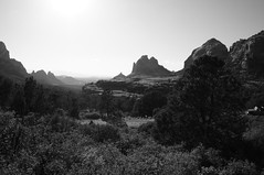 Offroad (s81c) Tags: bw bn blackandwhite biancoenero rocks rocce sedona arizona americansouthwest usa offroad dirtroad landscape panorama paesaggio light shadows luce ombre outlook