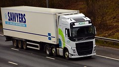 VHZ 5218 (Martin's Online Photography) Tags: volvo fh4 t wagon truck lorry vehicle freight haulage commercial transport m62 international risley cheshire nikon nikond7200