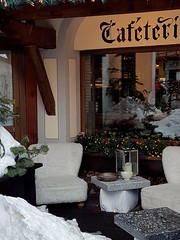 #Cervinia  Caffetteria Le Samovar #lesamovar #dehors #sedie #chairs #tavolino #table #sci #ski #montagna #mountain #neve #valledaosta #lavallée #aprèsski (Kalispera2007) Tags: chairs aprèsski table sedie sci lavallée montagna dehors cervinia neve lesamovar ski valledaosta tavolino mountain