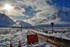 Scottish highlands (Arbesu80) Tags: frame puerto montañas mountains nieve uk escocia highlands scotland closed road snow winter