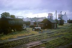 CB&Q GE 44 Ton 9105 (Chuck Zeiler) Tags: cbq ge 44 ton 9105 burlington railroad locomotive kewanee train chuckzeiler chz ford tractor tank