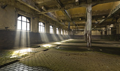 Das kleine Kraftwerk (14) - REVISITED - (david_drei) Tags: haze nebel sonne kraftwerk sonnenstrahlen abandoned lostplace lost lp leer verlassen urbex urbanexplorer