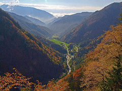 Moscenik valley (Vid Pogacnik) Tags: slovenija slovenia karavanke karawanks karawanken autumn outdoors hiking valley