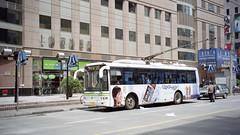 2005-04-10 Shanghai Trolleybus (beranekp) Tags: china shanghai trolebus trolleybus trolejbus trolley obus filobus tradbus