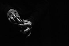 Foto-Arô Ribeiro-9534 (Arô Ribeiro) Tags: pho blackwhitephotos photography laphotographie pb bnw bw blackandwhite blackandwhiteportrait pretoebranco fineart arte arôribeirofotógrafo nikond40x nikond7000 thebestofnikon nikon brazil gruposobrevento teatro theatre théâtre teatrodeobjetos absoluteblackandwhite