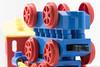 Jouer..... (Elyane11) Tags: jeux train lego rond cercles roues macromondays circles fondblanc